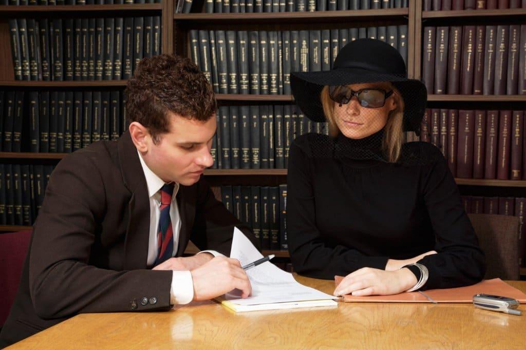 Кто обязан выплачивать кредит, при смерти заемщика? Что будет, если займ застрахован?